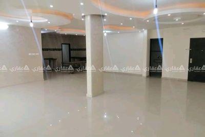شقة للبيع في عمارة فاخرة فندقية الخدمات