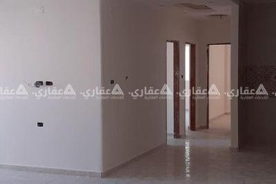 شقة قيد التشطيب على واجهة العمارة للبيع