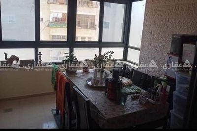 شقة مفروشة للبيع تحت دوار المدرسه عمارة الهرو قبال عماره شاكر