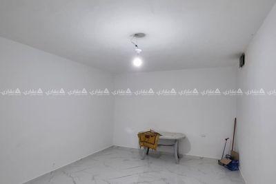 شقة أرضية مع ساحة خارجية للإيجار