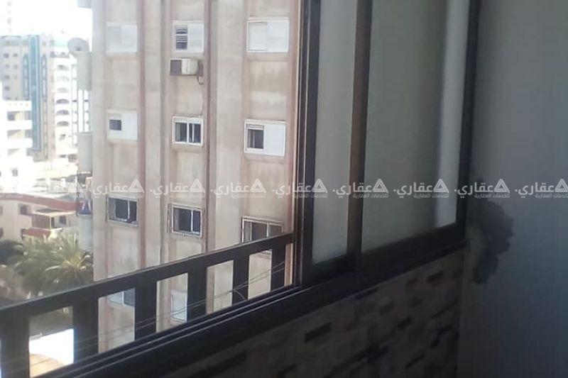 شقة 176 متر بالاضافة الى كراج يتسع لسيارتين والشقة في الطابق العاشر