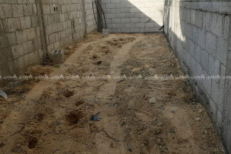 منزل مساحته 200 مع أرض مساحتها 400 متر