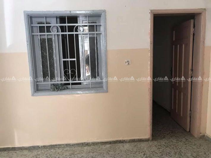 شقة للإيجار كما هو موضح في الصورة