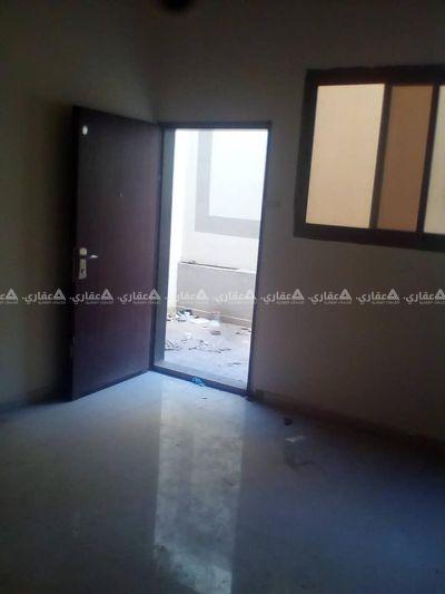 شقة دور ارضي بمدخل خاص في برج جديد والشقة جديدة