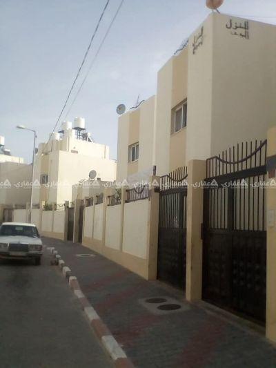 بيت من دورين في الحي السعودي