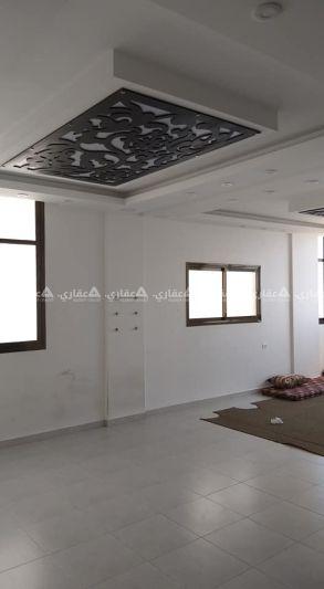 شقة مشطبة سوبر لوكس للبيع بعمارة سكنية حديثة البناء